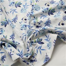Голубые цветы на белом