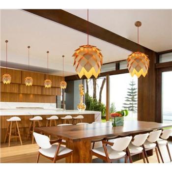 Подвесной деревяный светильник Шишка